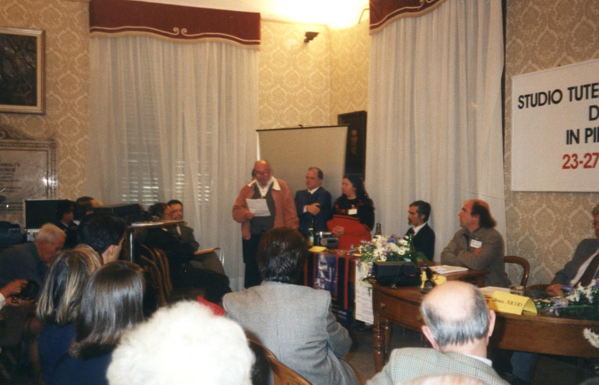Préparation de la création officielle de la S.P.S. lors du congrès de 1996 à Pontedassio (Ligurie, Italie) - le groupe de réflexion communique le manifeste de fondation.